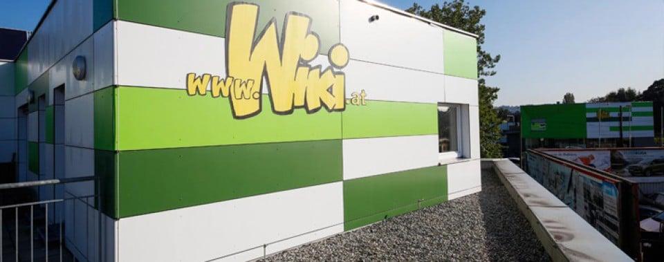 Wiki, Graz mit hellgrüner, dunkelgrüner und weißer Wandverkleidung von Eternit.
