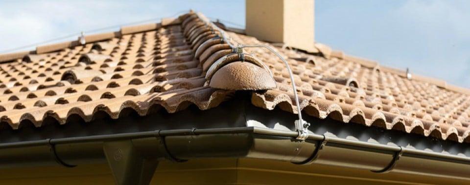 Fiistkappen und Dachfläche mit Bramac Dachziegel Farbe umbra.
