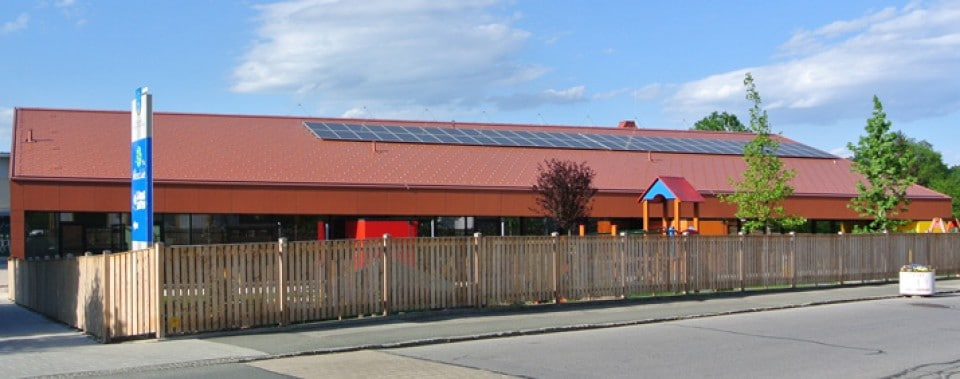 KiGa Frauental mit roten Wanit Fulgorit Dachplatten.